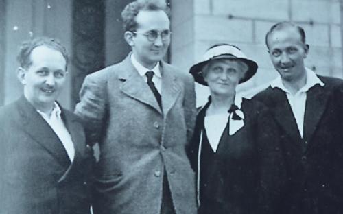 Mme Vve Peslin et ses trois fils